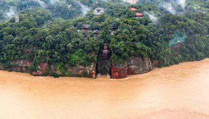 Flooding Endangers World's Largest Buddha Statue