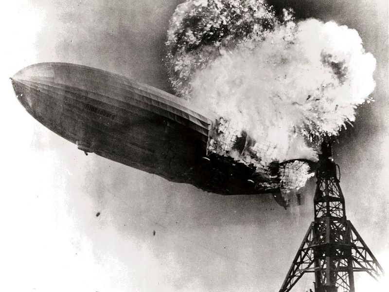 Hindenburg_burning.jpg