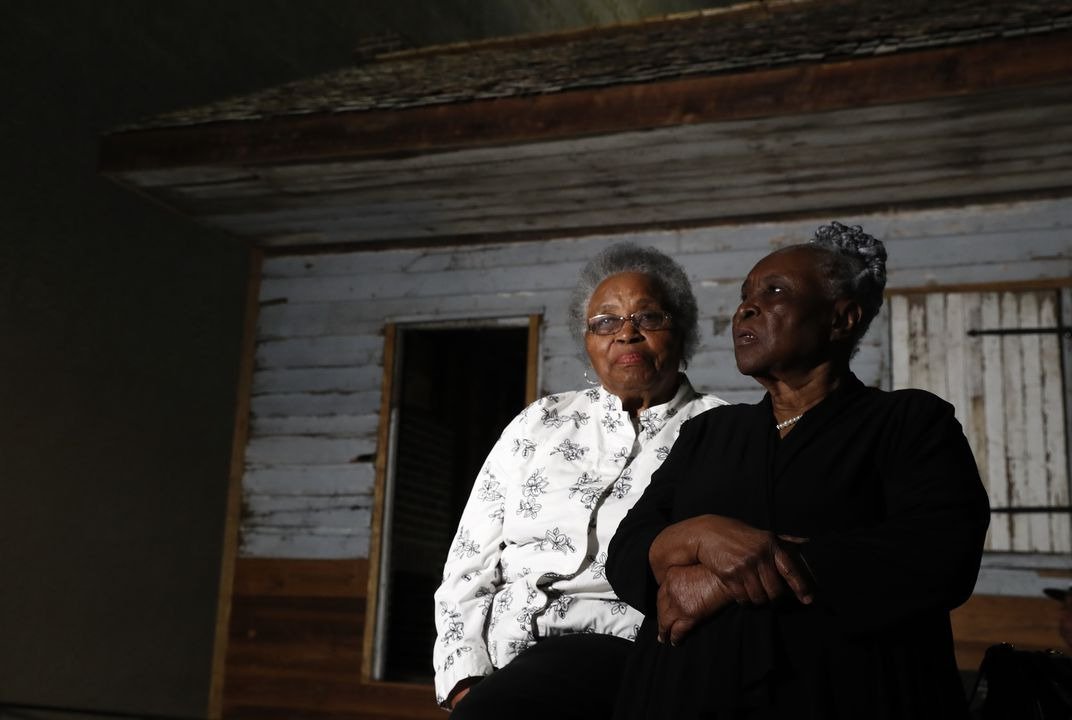 Woman who lived in former slave cabin visits Smithsonian