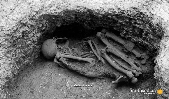 Preview thumbnail for video'An Iron Age Pit Is Stuffed With 25 Victims of Human Sacrifice