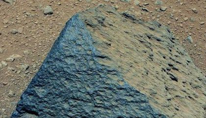 Curiosity Discovers a New Type of Martian Rock That Likely Formed Near Water