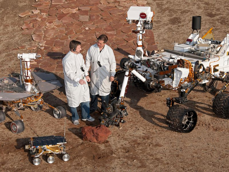 PIA15279_3rovers-stand_D2011_1215_D521.jpg