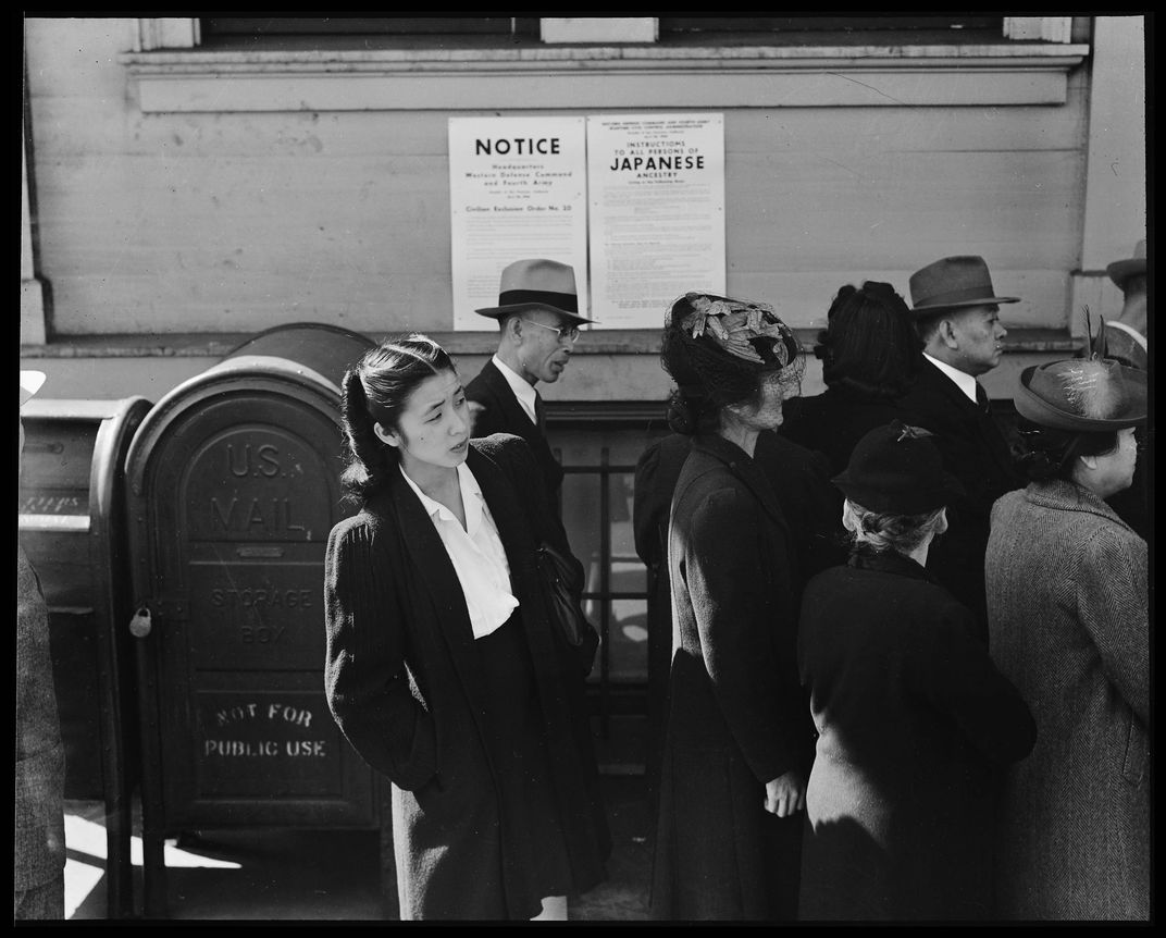 5_San_Francisco,_California._Residents_of_Japanese_ancestry_appear_for_registration_prior_to_evacuati_._._._-_NARA_-_536462.jpg