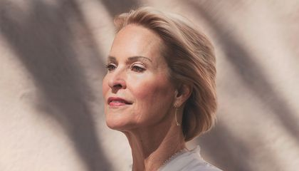 "Frances Arnold by Katy Grannan. A commission of the National Portrait Gallery. Credit: ""Frances Arnold"" by Katy Grannan, pigment print, 2018.  National Portrait Gallery, Smithsonian Institution. © Katy Grannan."