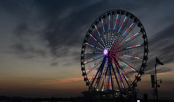 Preview thumbnail for video'Capital Wheel Light Show