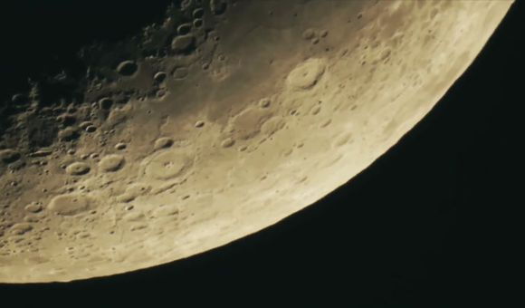 Preview thumbnail for video'TweenTribune: What Would Happen if a Large Asteroid Hit the Moon?