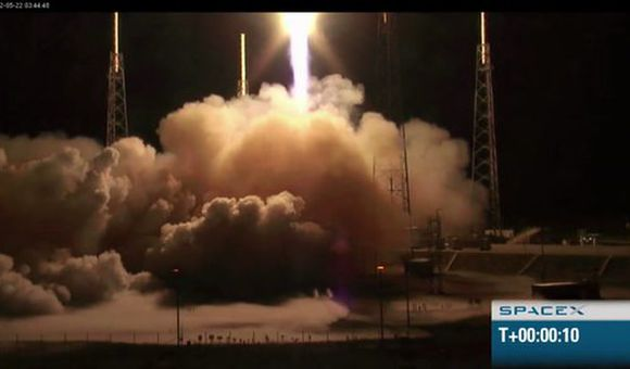 Preview thumbnail for video'SpaceX Launches the First Commercial Rocket Into Space