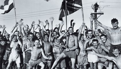 Explore This Stirring Photo of World War 2 POWs at the Moment They're Freed