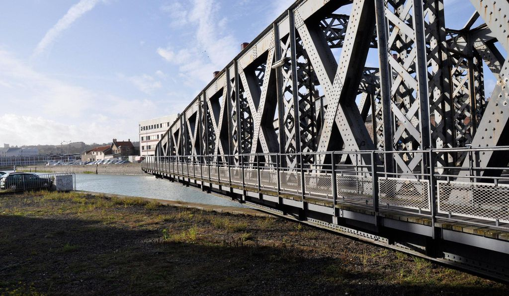 Thousands of vehicles and pedestrians use this 1886 bridge every day—but officials want to tear it down.