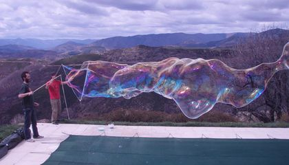 Here's How to Blow the Perfect Giant Soap Bubble, According to Physics