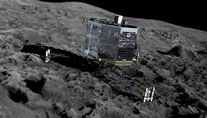 Europe's Comet Lander Wakes Up, Takes Aim