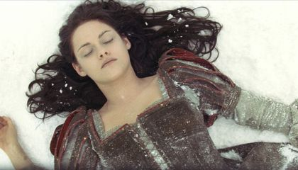 A Grimm Review of Snow White and the Huntsman