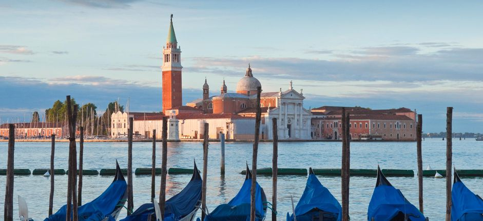 The Guide to Essential Italy Explore Italy's remarkable history and architecture in <i>The Guide to Essential Italy</i>