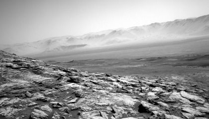 See Mars's Eerie Horizon in New Images From Curiosity Rover
