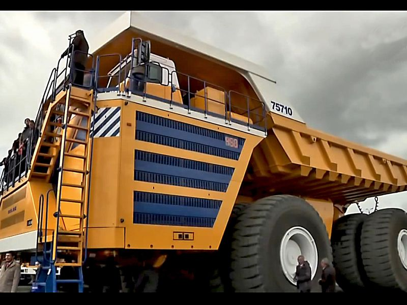 This Is the World's Largest Dump Truck | Smart News ...