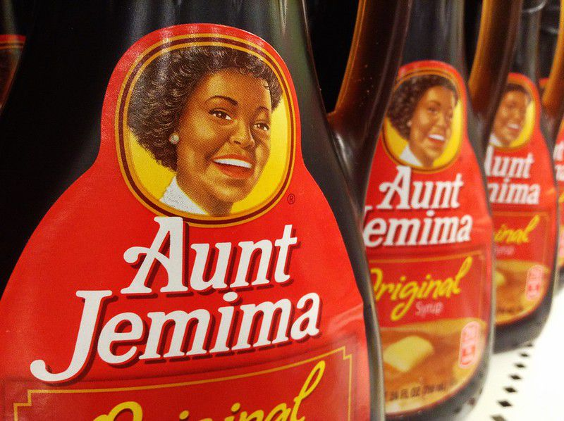 Aunt Jemima syrup on shelves