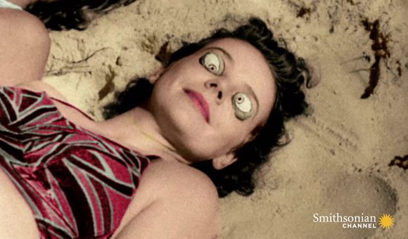 Preview thumbnail for video'How Sunbathing Became a National Craze in the 1930s