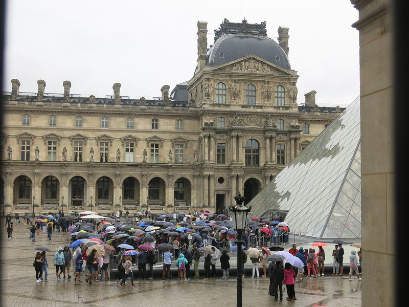 Louvre Tourists
