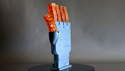 This Robotic Hand Stays Cool by Sweating