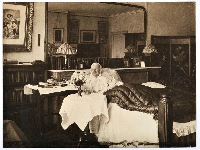 Florence Nightingale in bed at South Street in 1906, aged 86