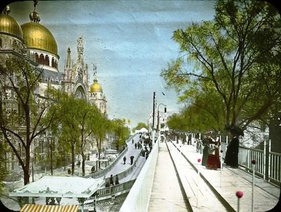 The 1900 Paris Expo's moving sidewalk (right) with the Italian Pavilion (left)