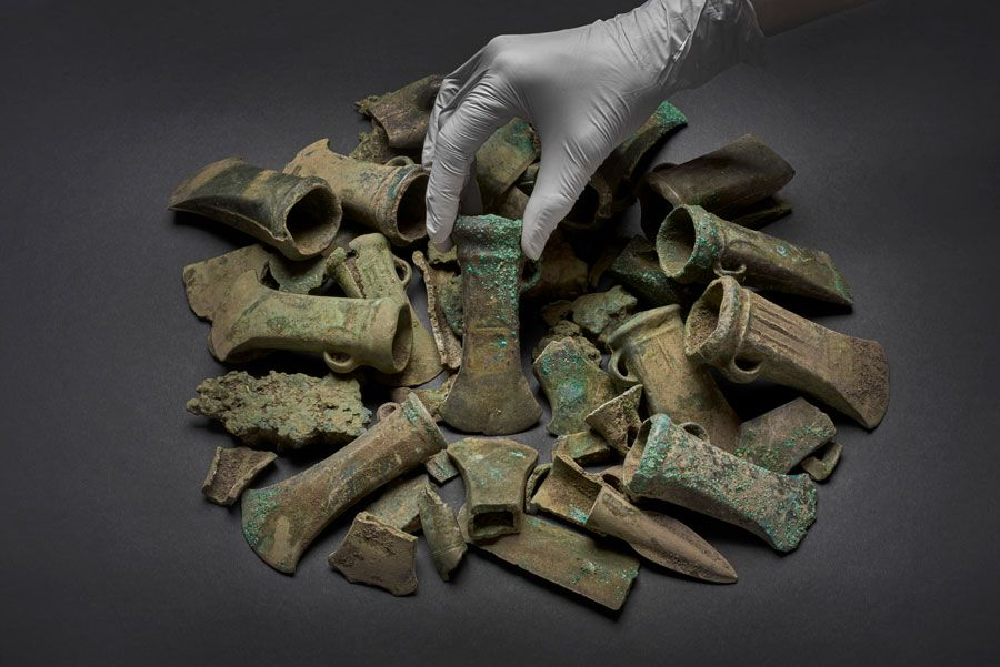 Cache of 450 Bronze Age Weapons, Bracelets, Tools Is London's Largest Yet