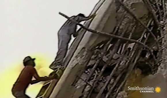 Preview thumbnail for video'Chilling Footage of the 1989 Cypress Freeway Collapse