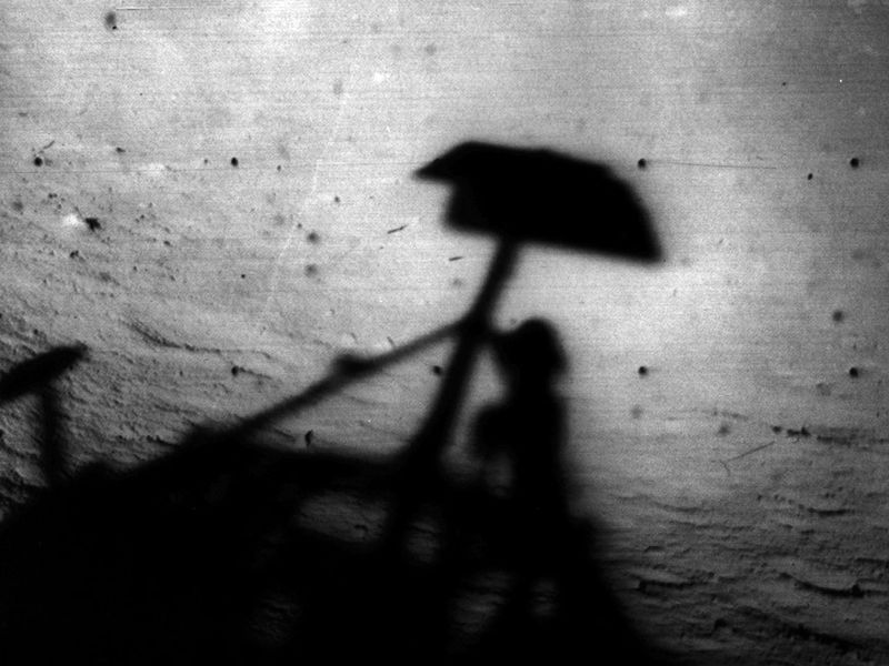Surveyor 1 shadow PIA02976.jpg