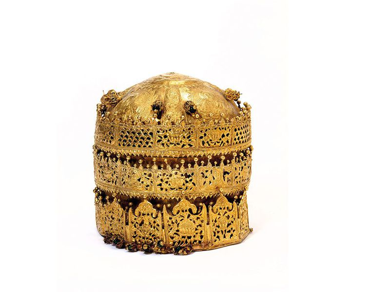 Crown,-gold-and-gilded-copper-with-glass-beads,-pigment-and-fabric,-made-in-Ethiopia,-1600-1850-(c)-Victoria-and-Albert-Museum,-London.jpg
