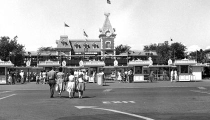 Disneyland's Terrible First Day Didn't Stop the Crowds From Coming