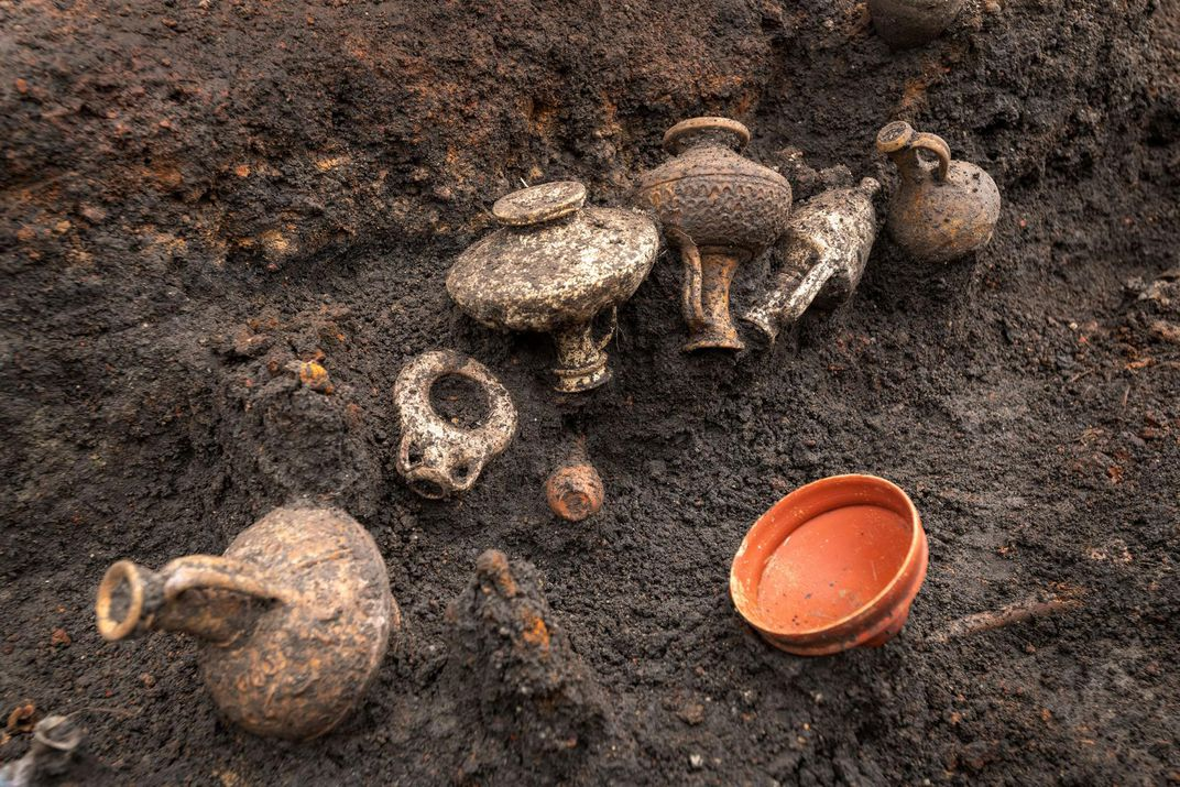 Pottery found in the grave