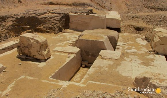 Preview thumbnail for video'Egyptologists Open a Newly-discovered Pyramid