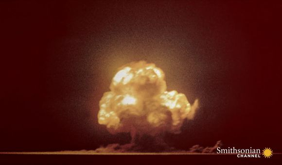 Preview thumbnail for video'This Is the Only Color Photo of the First Atomic Explosion