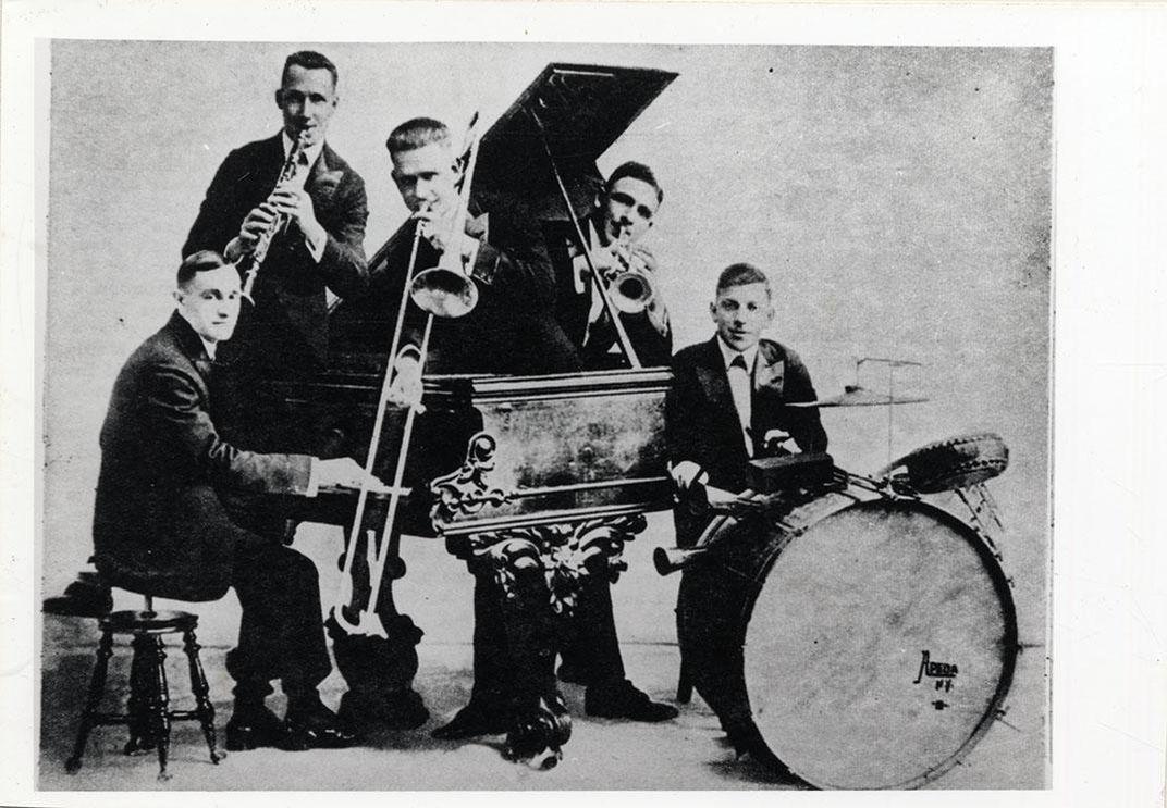 The Original Dixieland Jass Band Included Cornetist Nick Larocca Trombonist Ededwards Clarinetist Larry Shields Pianist Henry Ragas And Drummer Tony