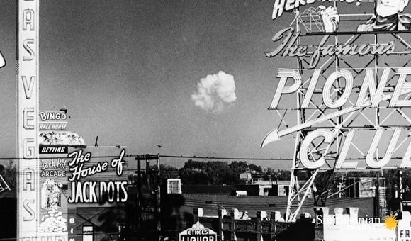 Preview thumbnail for video'How 1950s Las Vegas Sold Atomic Bomb Tests as Tourism