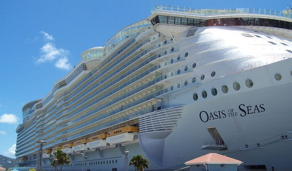 Preview thumbnail for video'Oasis of the Seas: The Biggest Cruise Ship in the World