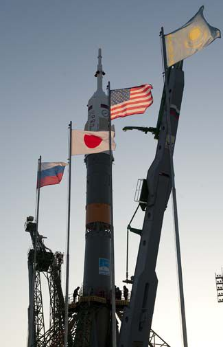 Soyuz and flags-505.jpg