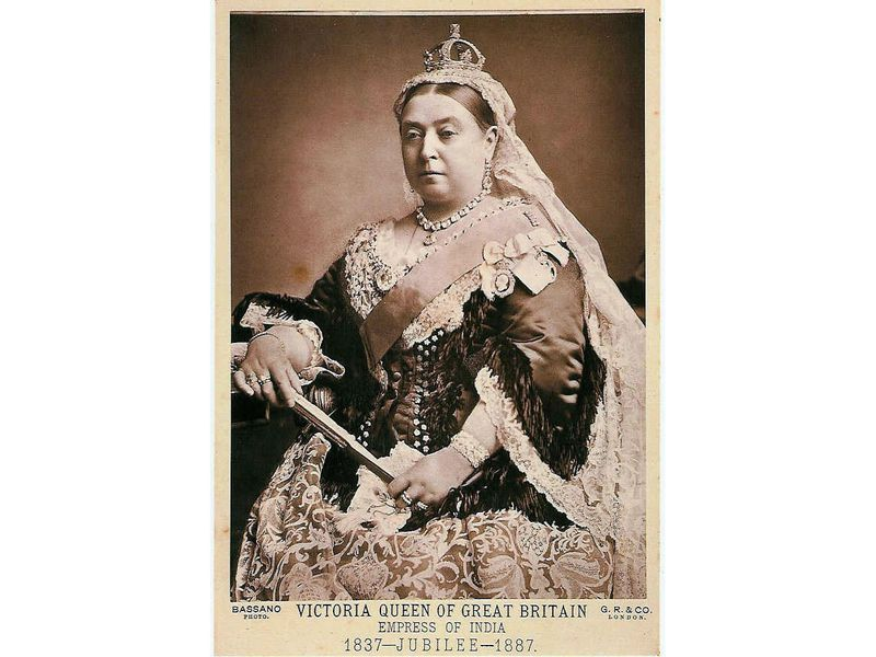 1887_postcard_of_Queen_Victoria.jpg