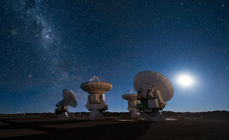ALMA antennas w Milky Way.jpg