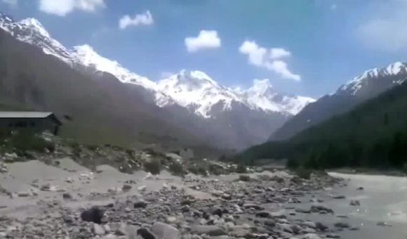 Preview thumbnail for video'A Journey Through the Himalayas