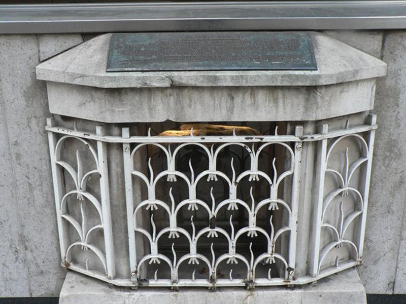 City_of_London,_London_Stone_-_geograph.org.uk_-_493195.jpg