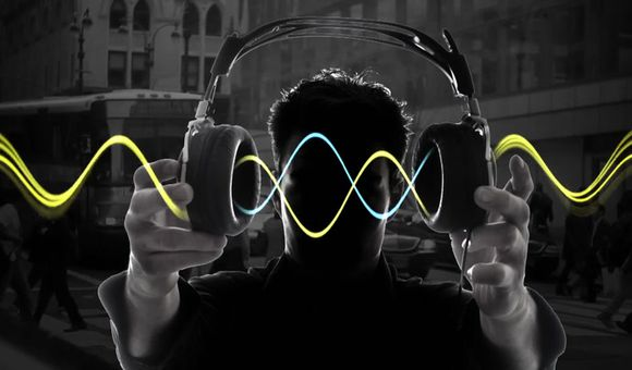 Preview thumbnail for video'Ask Smithsonian: How Do Noise-Canceling Headphones Work?