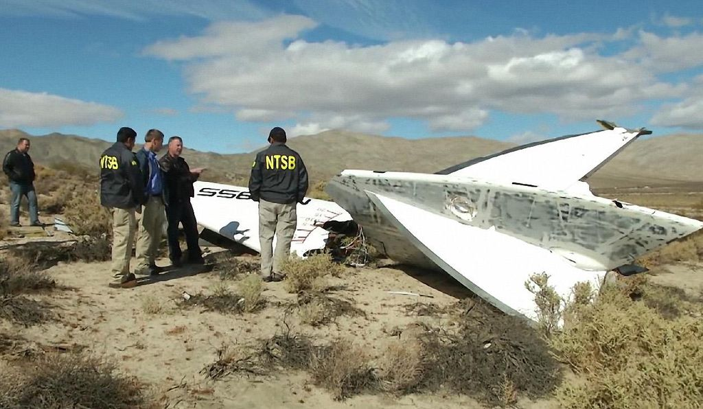 Cockpit-mounted video recorders confirmed that a single error by copilot Michael Alsbury caused the crash. The pilot, Peter Siebold, ejected to safety.