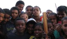 Children pose for the camera in El Pozon