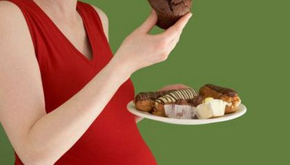 The Gestational Diabetes Diet: Taking Carbs from a Pregnant Lady