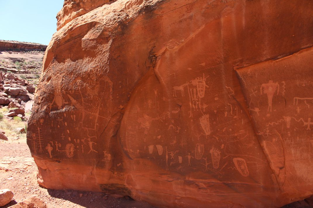 Birth scene and other petroglyphs