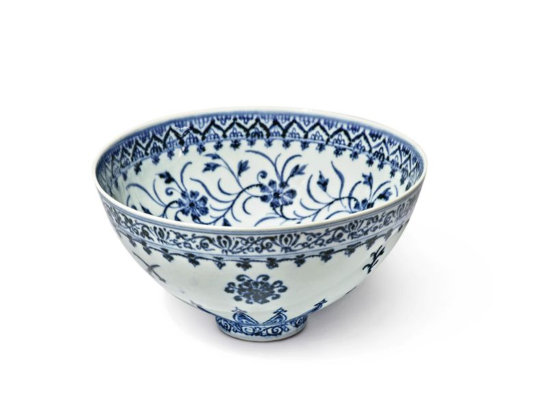 Ming dynasty–era porcelain bowl