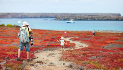 family-galapagos-cruise