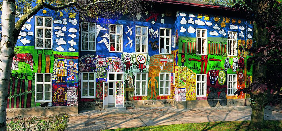 """Caption: How This Vienna Suburb Became the Center of the """"Raw Art"""" Movement"""