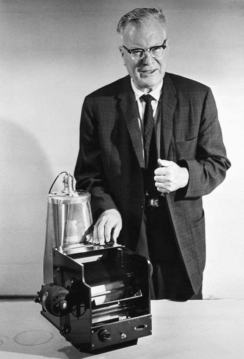 Chester Carlson-first photocopier.jpg